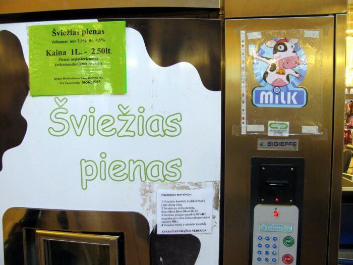 Nutriušęs pieno pardavimo automatas